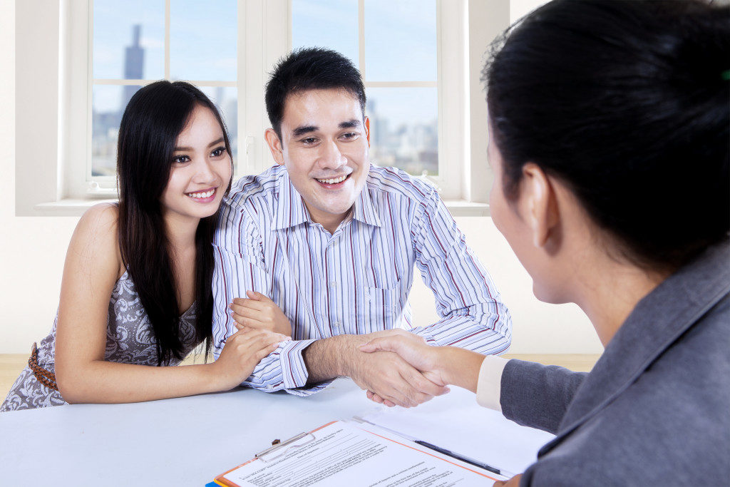 igning contract with a real estate agent